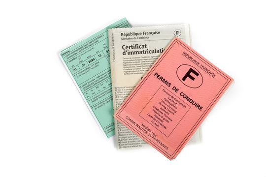 Mandatory documents for driving car in France.