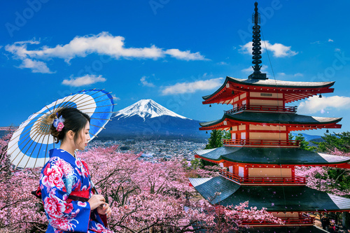 Wall mural Cherry blossoms in spring, Asian woman wearing japanese traditional kimono at Chureito pagoda and Fuji mountain in Japan.