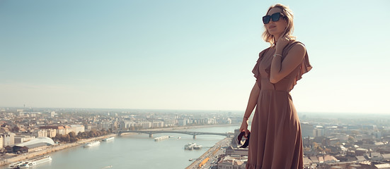 Budapest summer girl, panoramic view of the capital of Hungary, Danube bridge, Gelert hill Fototapete