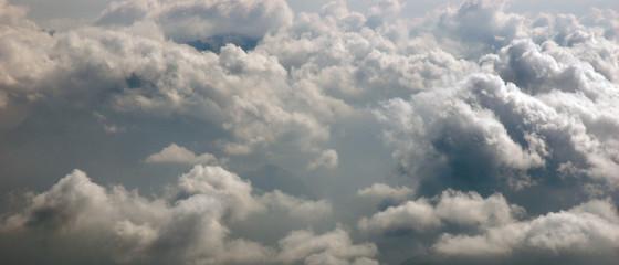 Poster de jardin Taupe Bannière paysage mer de nuages de cumulus par vue aérienne