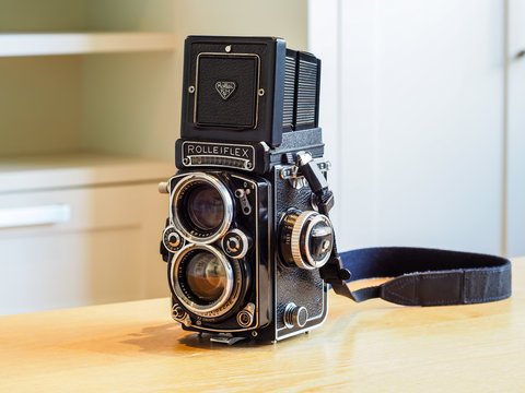 London, England UK, 21st April 2020. Vintage Rolleiflex 2.8 E2, 120 film camera, 1959. All mechanical medium format camera, made in Germany. With folding viewfinder open.