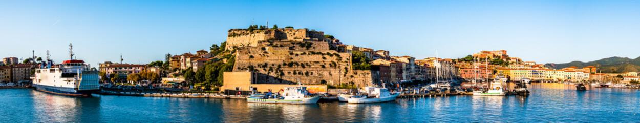 harbor of portoferraio at the island elba in italy Fototapete