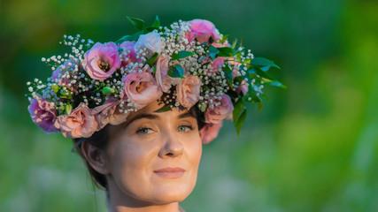 Obraz Kobieta w kwiatach - fototapety do salonu