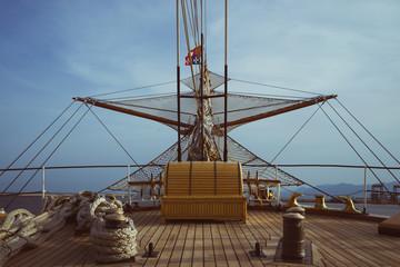 Prua nave nel mare