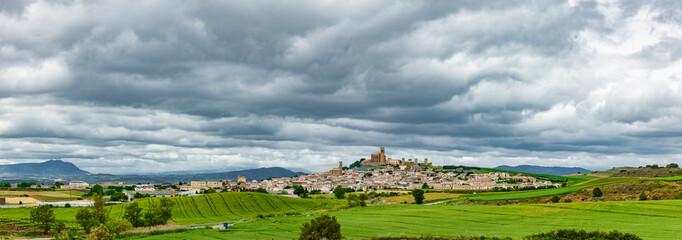 Fotoväggar - Ortsansicht von Artanjona in Navarra, Spanien