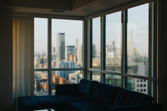Vue sur le centre-ville de Toronto depuis l'appartement au 45ème étage