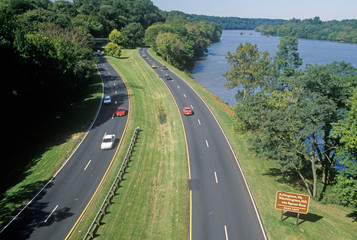 Wall Mural - The George Washington Parkway in Washington, D.C.