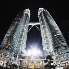 Foto op Aluminium Kuala Lumpur Low Angle View Of Illuminated Petronas Towers