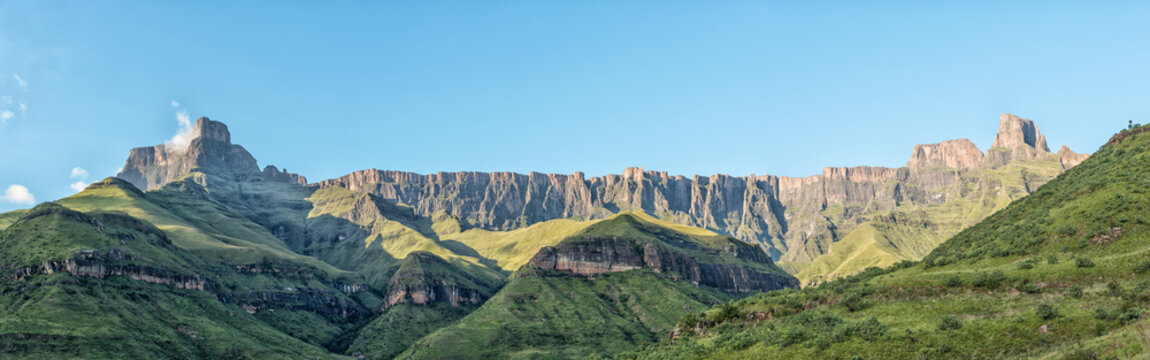 Panoramic view from Tugela Gorge hiking trail towards the Amphitheatre