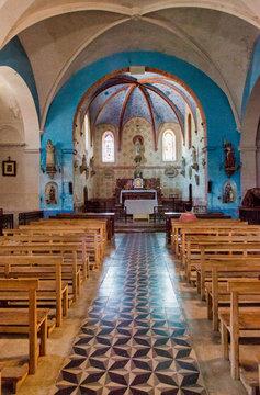 Intérieur de l'église de Bugarach, France
