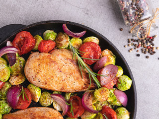 Fototapete - roasted fried chicken fillet with vegetables, brussels sprouts, onions, tomato