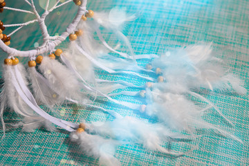 Foto auf AluDibond Boho-Stil dream catcher on a turquoise background with bokeh