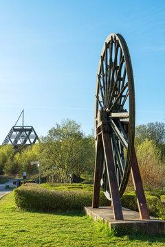 Spurwerkturm und Seilscheibe an der ehemaligen Zeche Waltrop, NRW, Deutschland