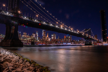 Fotomurales - Beautiful panoramic view of the Manhattan Bridge in New York City at night