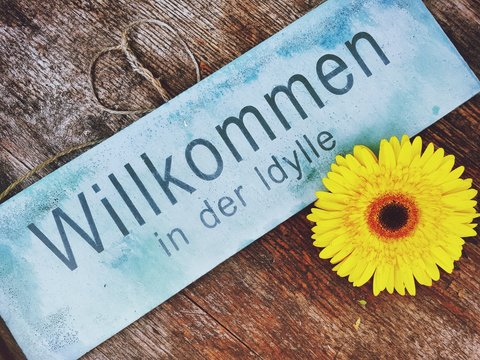 Welcome Sign With Yellow Daisy On Table