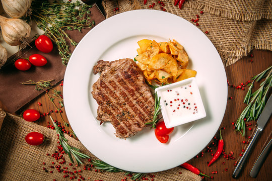 beef steak with white sauce pepper potato chips