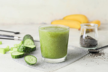 Fotobehang - Glass of healthy smoothie on table