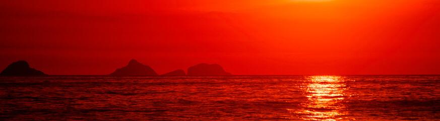Foto auf AluDibond Rot Red sunset light, Ipanema Beach, Rio de Janeiro, ilhas Tijucas