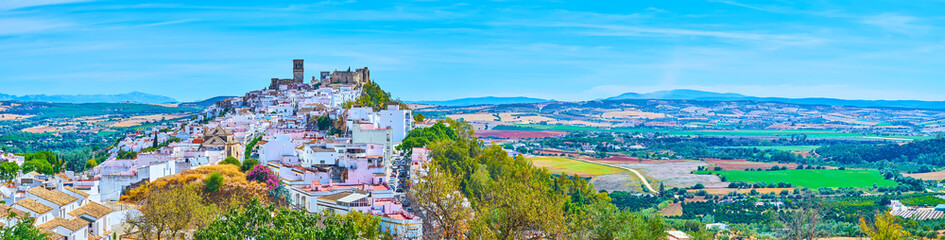 Panorama of Arcos white town, surrounded by fields and meadows, Spain Fototapete