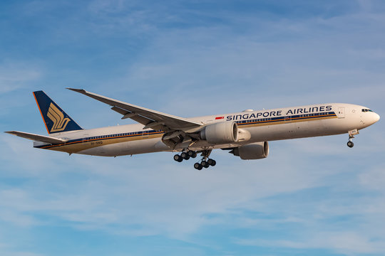 Singapore Airlines Boeing 777 airplane at London LHR