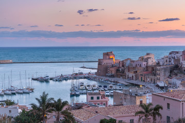 Wall Mural - Medieval fortress in Cala Marina, harbor in coastal city Castellammare del Golfo at pink sunrise, Sicily, Italy