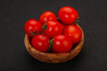 Fotobehang - Ripe juicy cherry tomato in the bowl