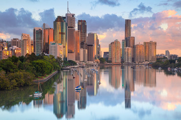 Spoed Fotobehang Ochtendgloren Brisbane. Cityscape image of Brisbane skyline during sunrise in Australia.