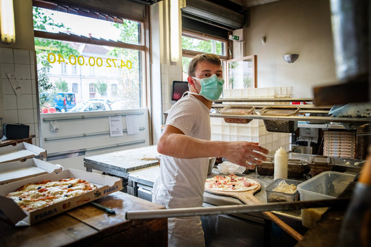 Pandemic situation of covid 9 in a piza restaurant
