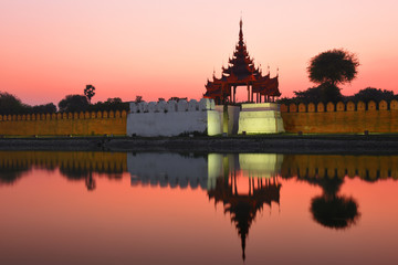 Fototapete - Night view to the silhouettes of the Fort or Royal Palace in Mandalay, Myanmar (Burma) with red sunset sky