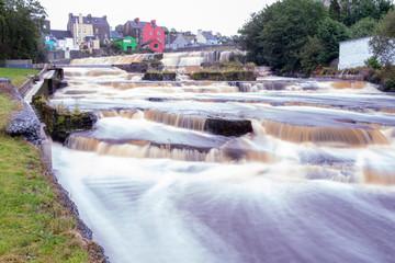 Cascada en el río Inagh a su paso por Ennistymosn, condado de Clare, Irlanda Wall mural