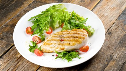 Fototapete - chicken fillet with lettuce and tomato on plate