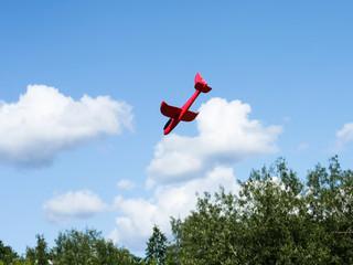 Obraz czerwony samolot - fototapety do salonu