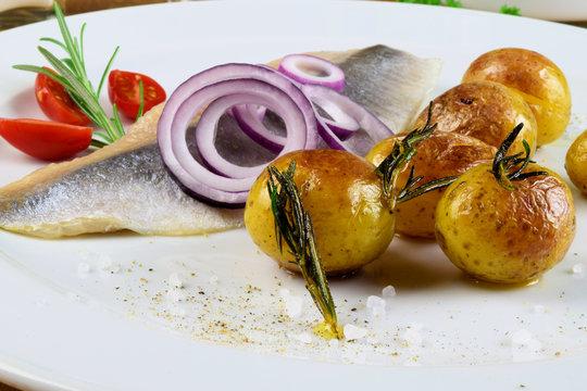 Matjes mit Rosmarinkartoffeln