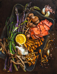 Overhead view of asparagus and mushrooms in tray