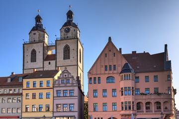 Straßenzug mit der Stadtkirche St. Marien in der Lutherstadt Wittenberg, Sachsen-Anhalt