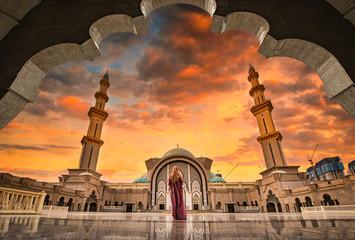 Foto op Aluminium Kuala Lumpur Masjid Wilayah Persekutuan at sunset in Kuala Lumpur, Malaysia.