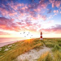 magischer Leuchtturm auf der Insel