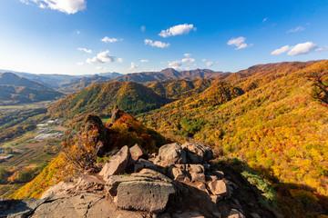 Poster Hill 札幌市・定山渓近くの八剣山・山頂から眺める色とりどりの紅葉と青空