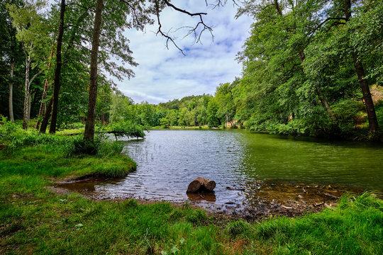 Von Wald umgeben: der Teufelssee bei Bad Freienwalde