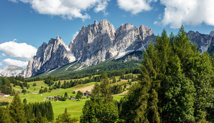 Fotomurales - Green alpine valley with view of Italian Dolomites. Italian Alps,