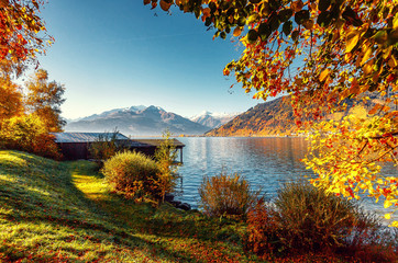 Fotomurales - Beautiful Sunny day in Alps. wonderlust view of highland lake With autumn trees under sunlight and perfect sky. Landscape with Alps and Zeller See in Zell am See, Salzburger Land, Austria