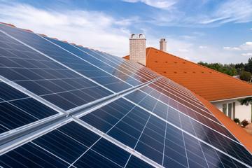 Obraz solar panels on roof - fototapety do salonu