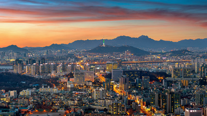 Fotomurales - Seoul cityscape at twilight in South Korea.