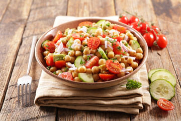 chickpea salad with tomato and avocado
