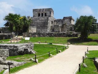 Fototapeta Antyczne miasto Tulum na Jukatanie w Meksyku - ruiny budowli Majów obraz