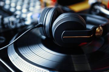 Spoed Foto op Canvas Muziekwinkel Professional dj sound equipment in music store