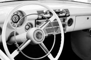 Photo sur Plexiglas Vintage voitures Close-up Of Vintage Car Steering Wheel