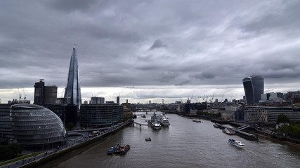 Photo sur Plexiglas Londres High Angle View Of Thames River Against Cloudy Sky