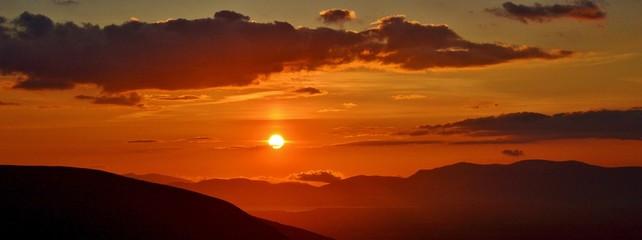 Foto auf AluDibond Rot kubanischen Scenic View Of Mountains Against Sky During Sunset
