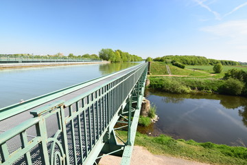 Brücke des Mittellandkanals über den Fluss Leine bei Hannover